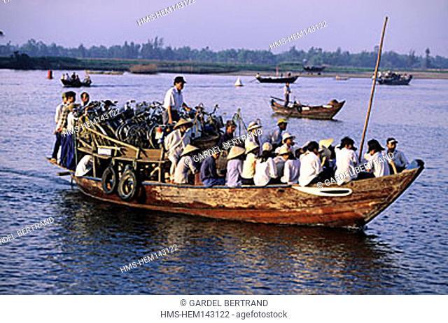 Vietnam, littoral center, Hoi An, a public boat to cross the Thu Bon river