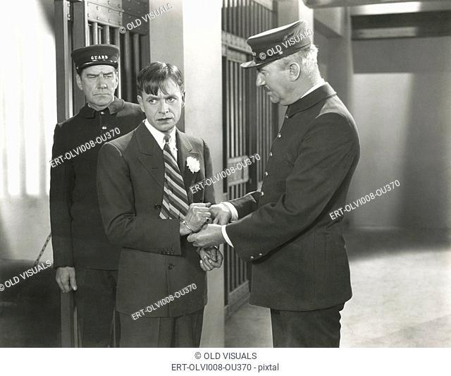 Guard removing handcuffs from prisoner (OLVI008-OU370-F)