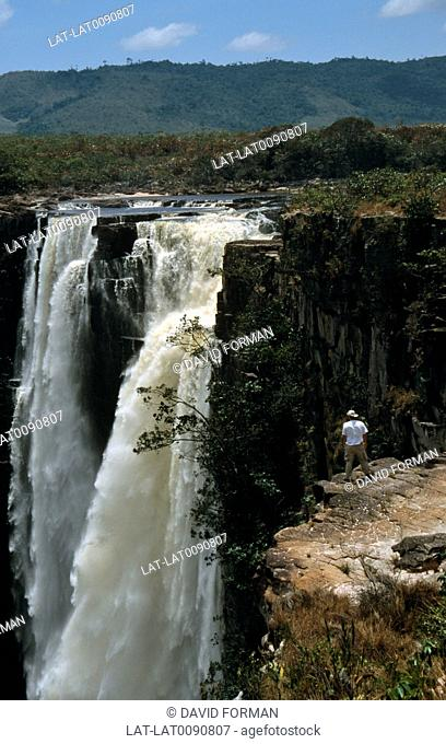 The Salto Aponguao are a group of massive waterfalls on the Orinoco river in Canaima national park. They fall over 300 feet