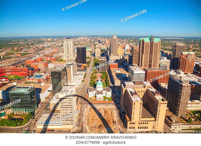 ST LOUIS, MO, USA - AUGUST 26: Downtown St Louis, MO with the Old Courthouse on August 26, 2015 in St Louis, MO, USA