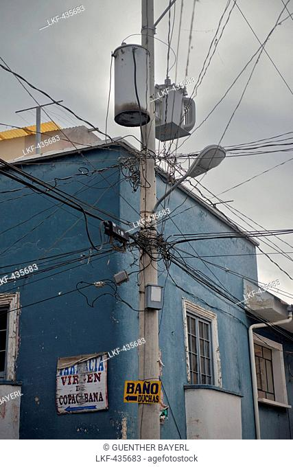 Street lights and weird wiring, Virgen de Copacabana, Copacabana, lake Titicaca, Bolivia, Andes, South America