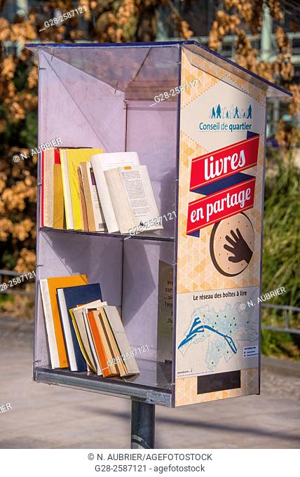 Public deposit book box, with books to give free of charge, in public garden, Rouen, Normandy, 76, France