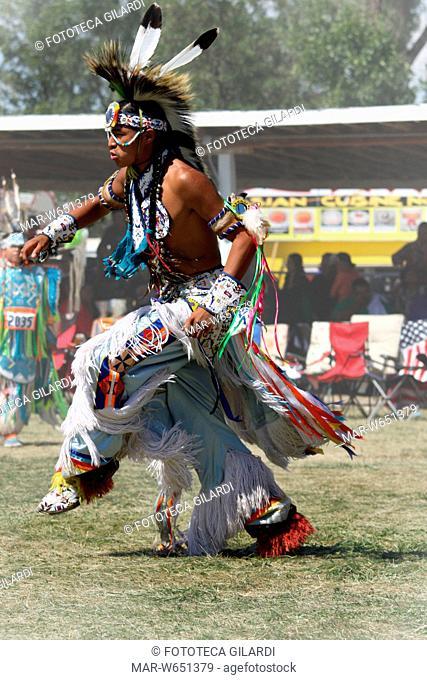 CROW FAIR Un giovane ospite partecipa alla gara di danza. La Fiera Crow si tiene ogni anno la terza settimana di agosto sul terreno circostante il Little Big...