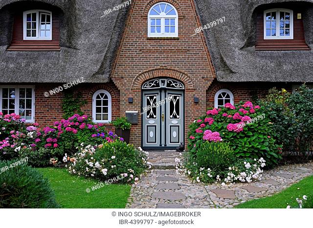 Entrance, traditional old Frisian house, thatched house, Keitum, Sylt, North Frisian Islands, North Frisia, Schleswig-Holstein, Germany