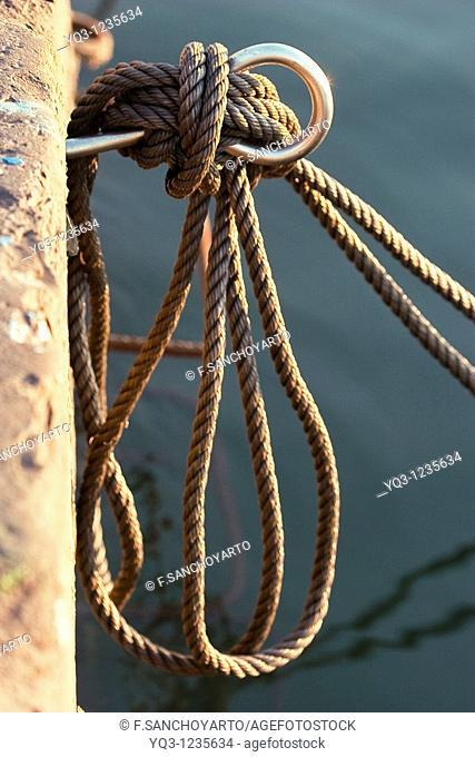 Mooring knot at La Darsena, Castro Urdiales, Cantabria, Spain