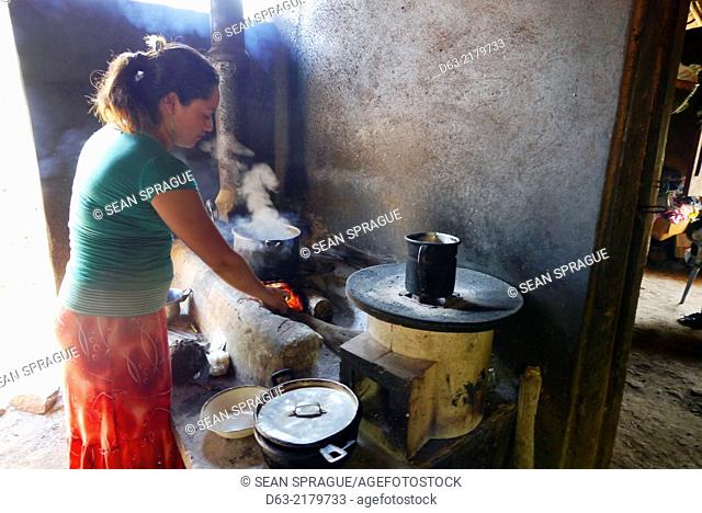 El Salvador. Projects of JDS in Jujutla, community of Oja de Sal. The family of Jose Saul Sanchez (41), his wife Felipa Flores Tovar (39) and six children