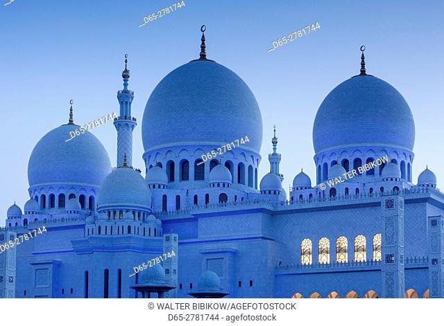 UAE, Abu Dhabi, Sheikh Zayed bin Sultan Mosque, exterior, dawn