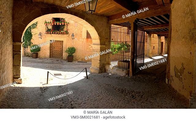 Arcade and street. Pedraza, Segovia province, Castilla Leon, Spain