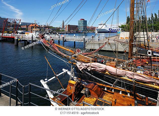 Germany, Kiel, Kiel Fjord, Baltic Sea, Schleswig-Holstein, Kiel harbour, Die Hoern, Kai-City Kiel, Germania Harbour, sailboats, behind the Hoern Bridge
