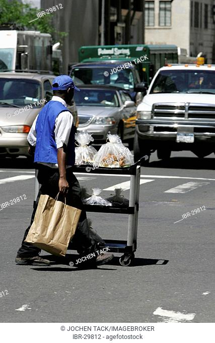 USA, United States of America, New York City: Midtown Manhattan, 5th Avenue. Lunch delivery