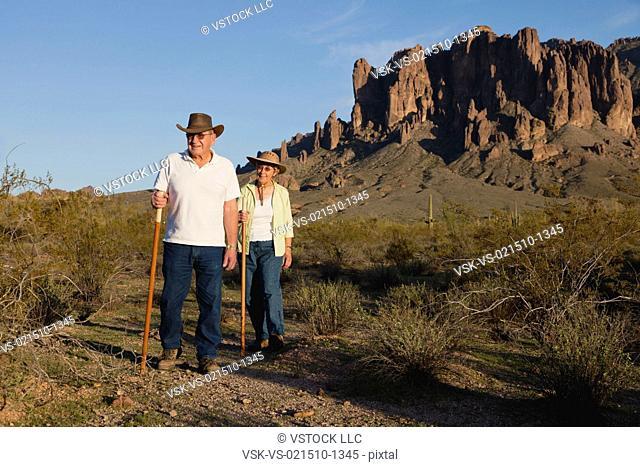 USA, Arizona, Senior couple in mountains