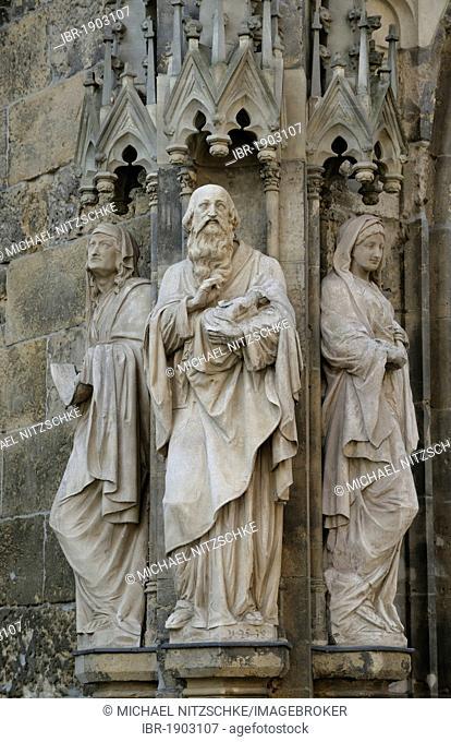 Group of statues, Apostle portal, Thomaskirche church, Leipzig, Saxony, Germany, Europe