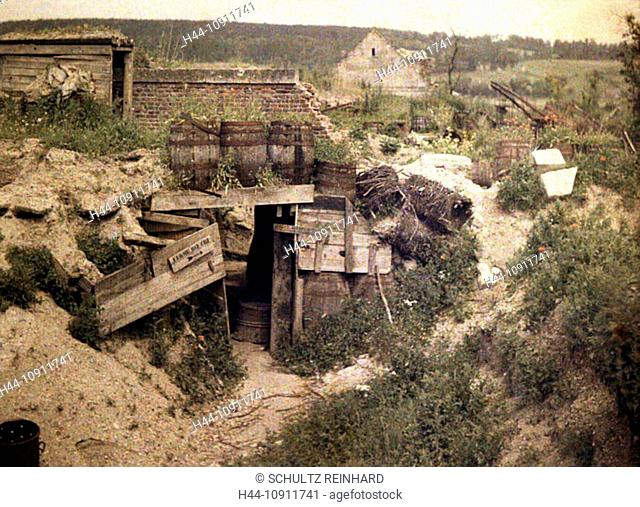War, Europe, world war I, 1917, Europe, world war, color photo, Autochrome, F. Cuville, western front, protection, lodging, farm, ditch, department Aisne