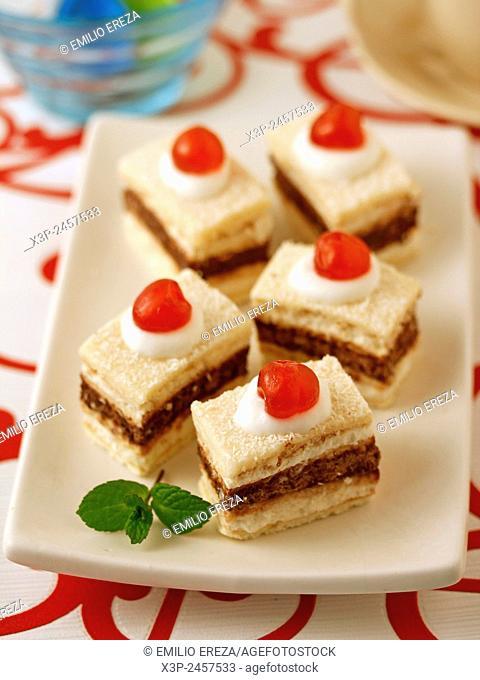 Sponge cakes with chocolate and cherries