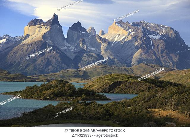 Chile, Magallanes, Torres del Paine, national park, Cuernos del Paine, Lago Pehoe,