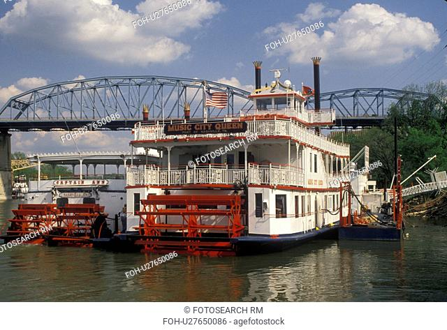 paddle wheeler, Nashville, River Front Park, Tennessee, Paddle-wheel cruise riverboats docked at River Front Park on the Cumberland River in Nashville in the...
