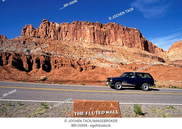USA, United States of America, Utah: Capitol Reef National Park, The Fluted Wall