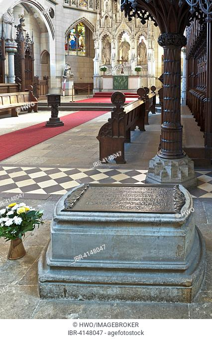Tomb of Martin Luther below the pulpit in the Castle Church, UNESCO World Heritage Site, Lutherstadt Wittenberg, Saxony-Anhalt, Germany