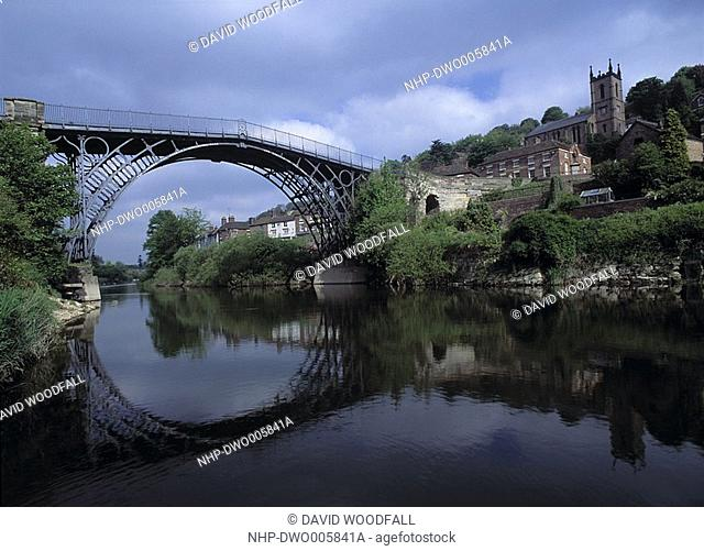 IRON BRIDGE spanning River Severn Shropshire, West Midlands, England Birthplace of the Industrial Revolution Town is called Ironbridge