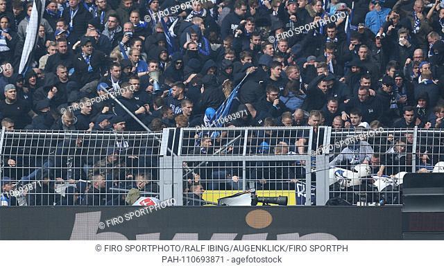 firo: 27.10.2018, Football, 1.Bundesliga, Season 2018/2019, BVB, Borussia Dortmund - Hertha BSC Berlin Berlin Chaotic Fans Prugelei with the police