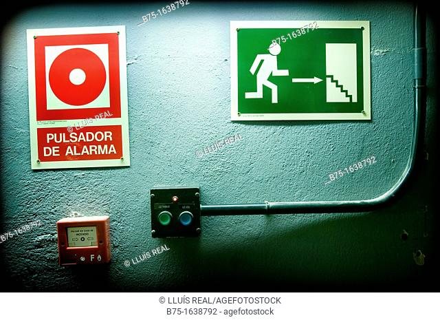 Alarm sign, fire escape
