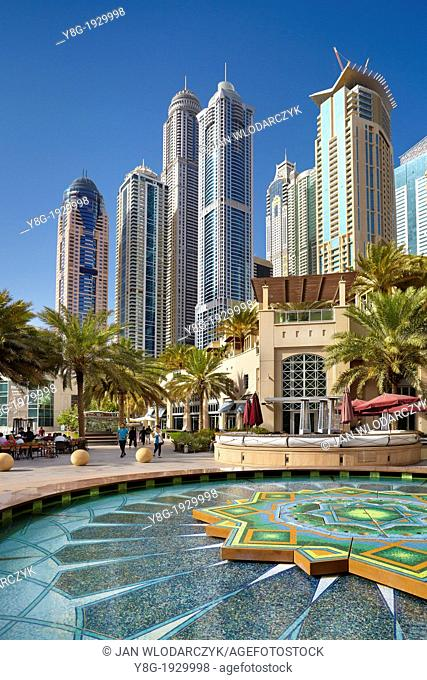 Dubai Marina, promenade in Marina district, Dubai, United Arab Emirates