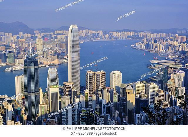 Chine, Hong Kong, vue générale de Hong Kong depuis la colline de Victoria Peak / China, Hong-Kong, Skyline of Hong Kong Island and Kowloon from Victoria Peak