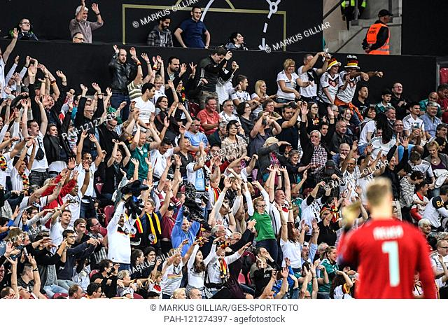 Feature, decorative image Fans make a La Ola wave, in the foreground goalkeeper Manuel Neuer (Germany). GES / Soccer / EURO Qualification: Germany - Estonia, 11