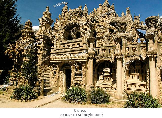 """An eccentric French postman built this """"""""palace"""""""" in his spare time"""