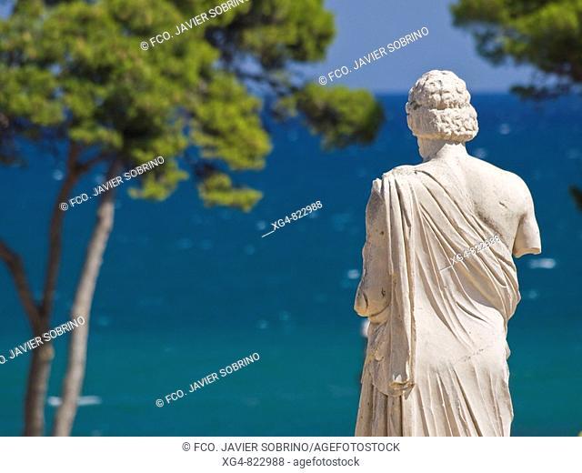 Estatua de Esculapio en el yacimiento arqueológico de Empúries - Alt Empordà - Girona - Catalunya