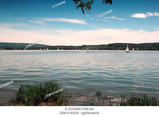 Bodensee vom Ufer mit Blick in die Schweiz