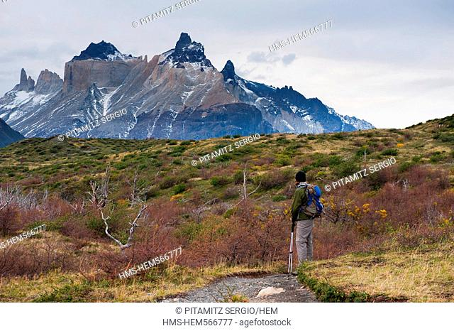 Chile, Patagonia, Magellan Region, Torres del Paine National Park, Hiker