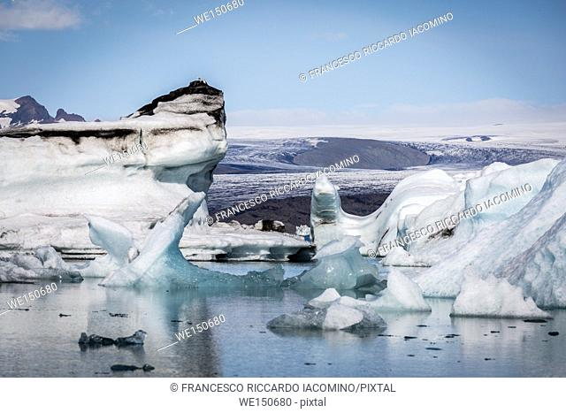 Iceland, Jokulsarlon Glacier Lagoon, icebergs and ice chunk
