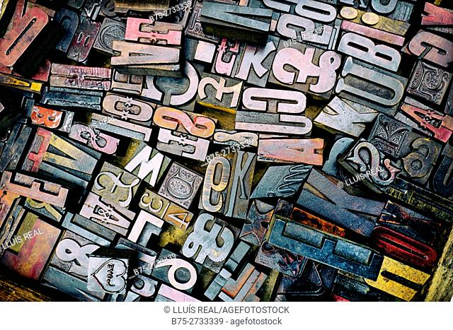 A pile of vintage wooden letters tiphography