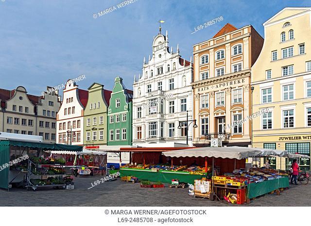 "Gabled houses at """"Neuer Markt"""", Hanseatic City of Rostock, Mecklenburg-Western Pomerania, Germany, Europe"