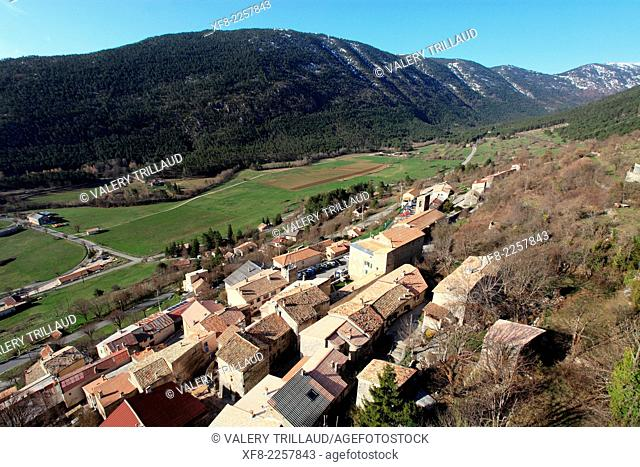 The village of Saint Auban in the Esteron Valley, Prealpes d'Azur regional park, Alpes-Maritimes, Provence-Alpes-Côte d'Azur, France