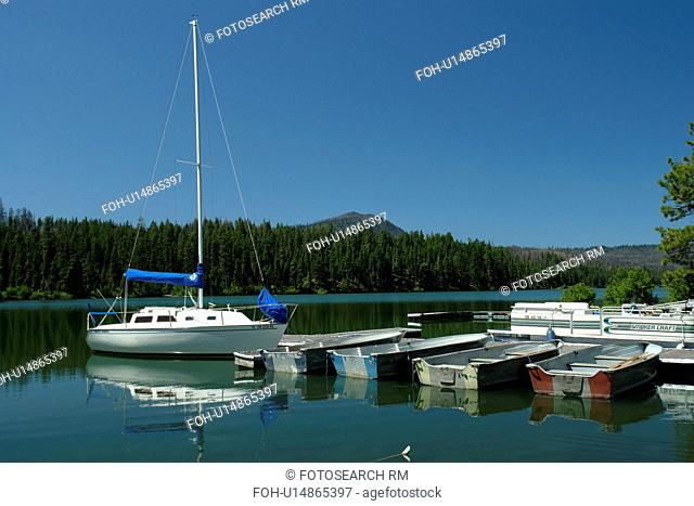 OR, Oregon, Deschutes National Forest, Sisters District, Resort at Suttle Lake, Cascade Range, boats, marina