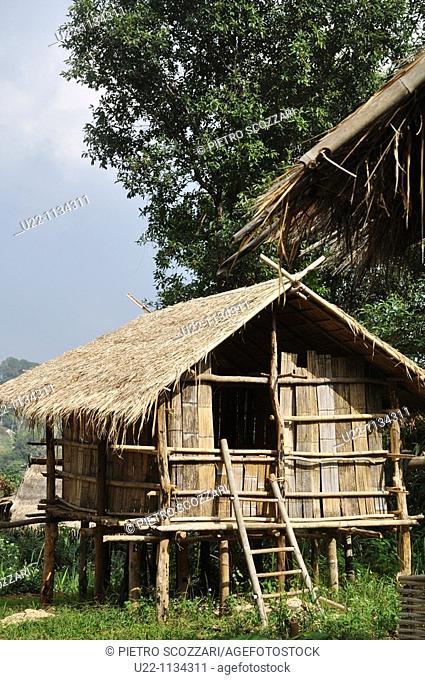 Thailand: hut along the road to Mae Salong