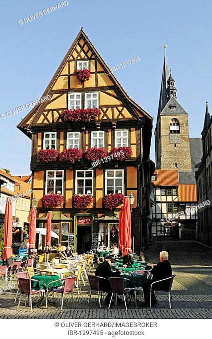Cafe on the market square in a half-timbered house in the UNESCO World Heritage city of Quedlinburg, Saxony-Anhalt, Germany, Europe