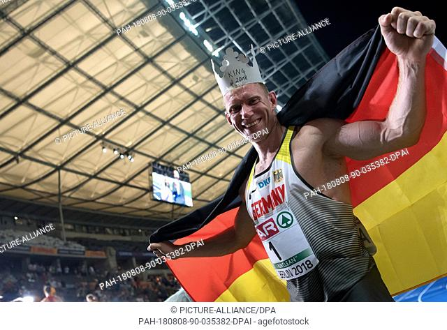 08.08.2018, Berlin: Athletics: European Championship in the Olympic Stadium: decathlon 1500m, Men: Arthur Abele from Germany cheers at the finish
