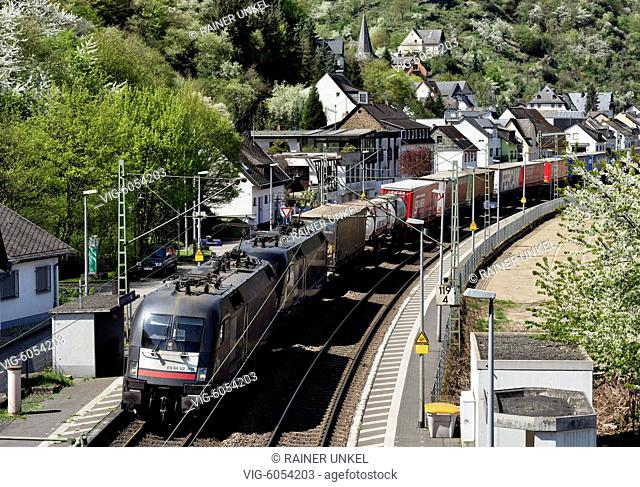 DEU , GERMANY : A cargo train is passing through Boppard-Hirzenach , 18.04.2018 - Boppard, Rhineland-Palatinate, Germany, 18/04/2018