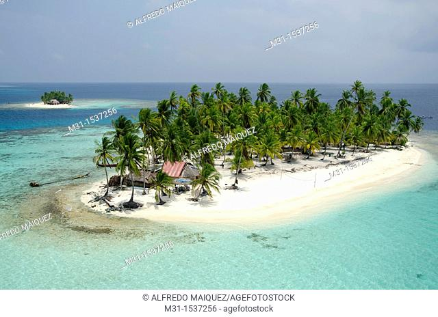 Palm tree islands and thatched houses  San Blas archipelago, Caribbean, Panama, Central America