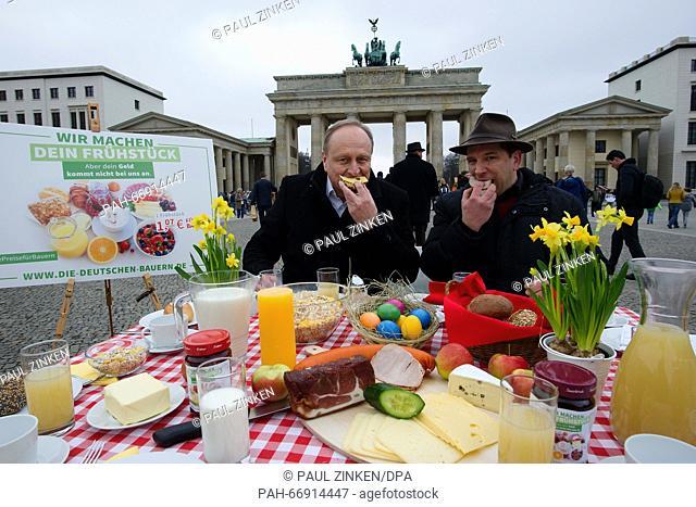 Joachim Rukwied (L), president of the German Farmers' Association, and Heiko Terno, vice president of the Brandenburg state farmers' association
