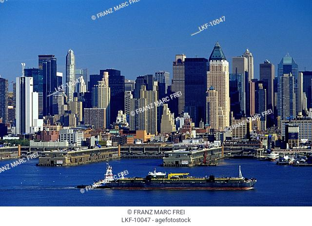 View at harbour and high rise buildings at the Hudson River, Manhattan, New York, USA, America