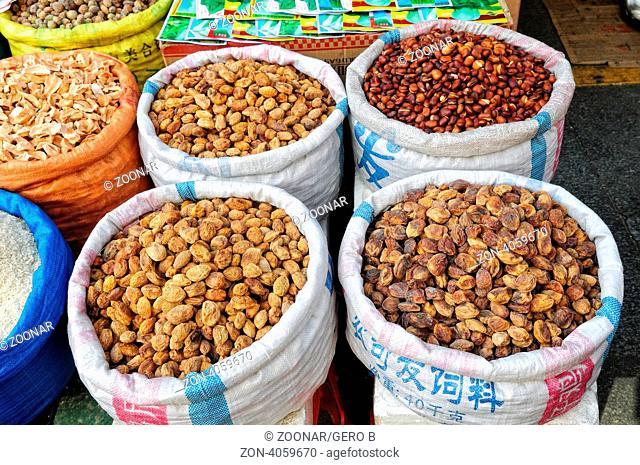 getrocknete Früchte Markt Lhasa Tibet, dried fruit market in Lhasa Tibet