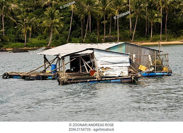 Ein schwimmendes Haus vor der Küste von Phu Quoc island, Vietnam, Südostasien
