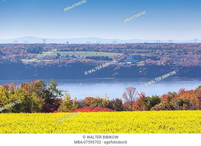 Canada, Quebec, Ile d'Orleans, Sainte-Petronille, autumn landscape