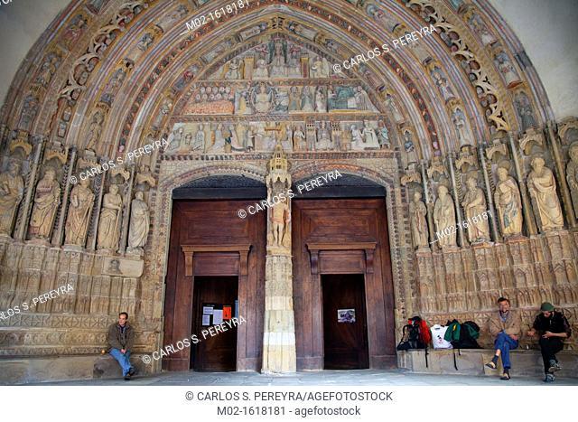 Sculptures on the main facade, church of Santa María la Real  Deba  Guipúzcoa, Spain