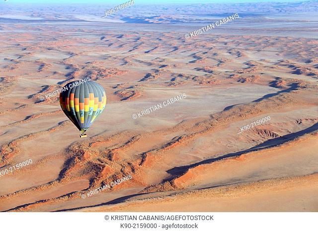 Hot-air balloon above Sossusvlei, Namib-Naukluft Park, Namibia, Africa
