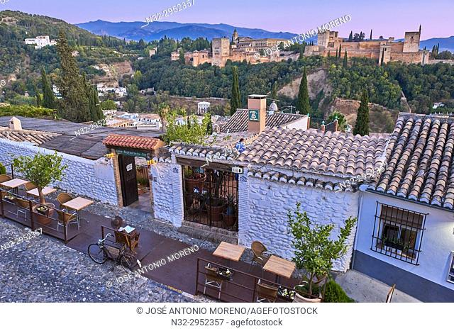 Alhambra, UNESCO World Heritage Site, Albaicin, Sierra Nevada and la Alhambra at Sunset, Granada, Andalusia, Spain